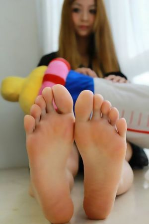 sexy little girl feet