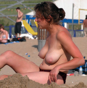 exhibitionist women in public