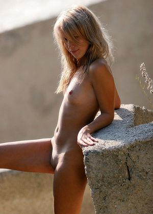 nude lingerie selfie