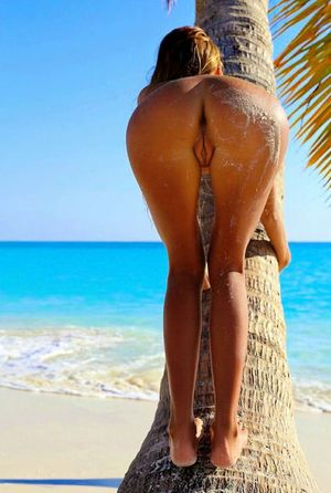big booty on the beach