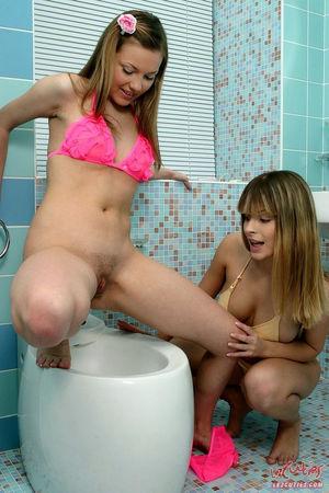 lesbian teens eating pussy