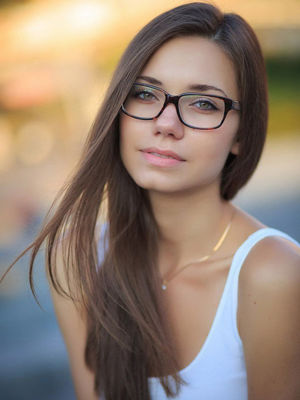 beautiful girls with glasses