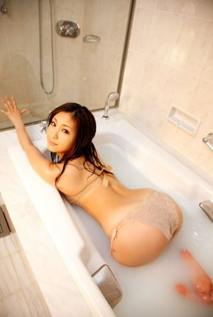 sexy bathroom girl