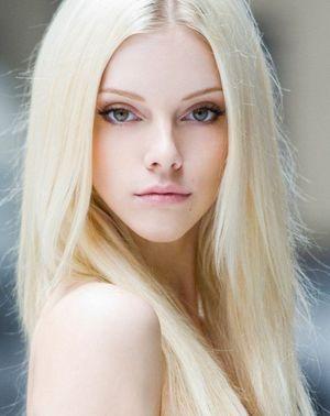 beauty blonde teen