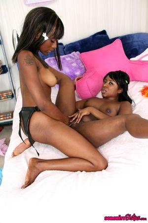 lesbians black pussy
