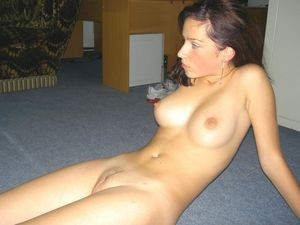 nude girlfriend pictures