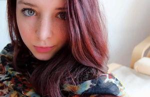 brunette teen models