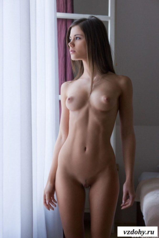 Голая скромная девушка фото Голые женщины